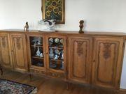 rustikaler Echtholz Schrank mit Türen