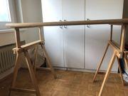 verstellbarer Holztisch