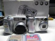Zwei Nikon Coolpix Digital Kameras