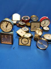 Alte Uhren Wecker als Ersatzteile