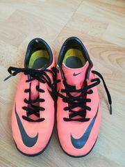 Nike Fußballschuhe Größe 32