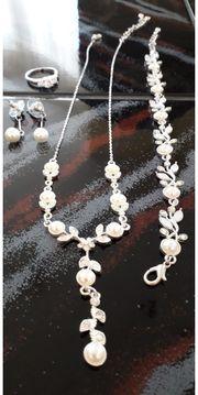 Halskette mit Armband und Ohrstecker
