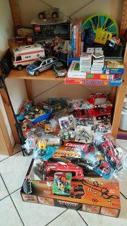 Lego Playmobil Spielzeugautos usw