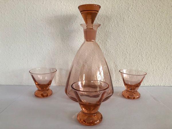 Karaffe mit Glasstopfen und 3 Gläser Rosalinglas