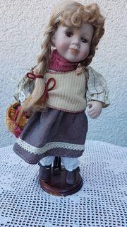 Hochwertige kleinere Sammler-Porzellan-Puppe Franziska