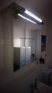 Spiegelschrank mit Lichtfunktion