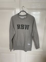 Raised by Wolves Pullover Grau