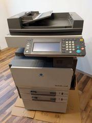BÜROAUFLÖSUNG Drucker Kopierer Büroausstattung Besprechungstisch