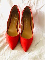 Rote high Heels von Atmosphere