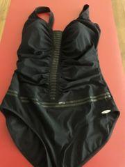 Neuer Badeanzug in schwarz