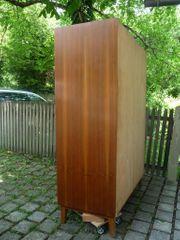 Kleiderschrank aus Holz furniert