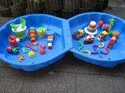 Sand-Wassermuschel mit Sandspielzeug