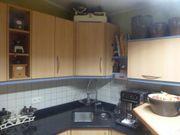 Küche mit Granitsteinplatte