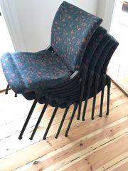 5 stapelbare Stühle der Marke