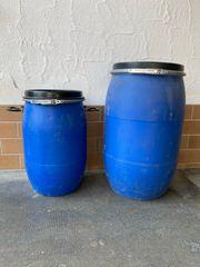 Maischefässer Blaue Fässer