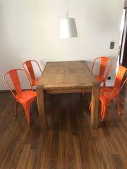 Möbel Esstisch und 4 Metallstühle