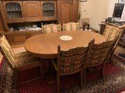 Tisch und Stühle in Eiche