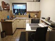 Einbauküche in L-Form und ein
