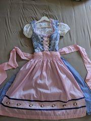 Dirndl rosa-blau mit Bluse