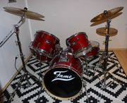 rotes FAME Maple Standard Schlagzeugset
