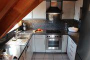 Einbauküche in U-Form mit Granitarbeitsplatte