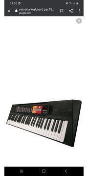 Keyboard von Yamaha mit Ständer