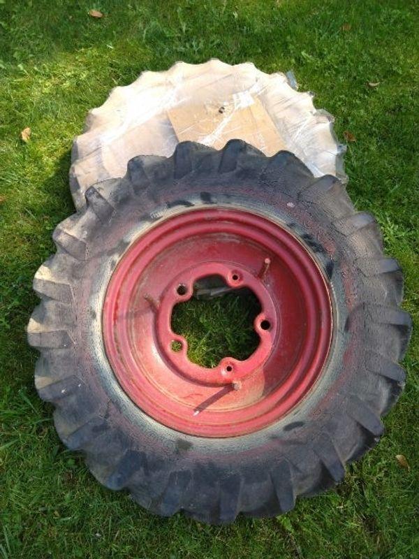 Schlepperreifen Dunlop 600-16 Tracktor 5Loch-Felgen