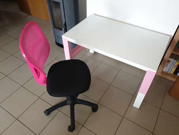 Ikea Schreibtisch Pahl Hohenverstellbar In Weiss Rosa Mit Stuhl In