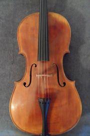 Cello mit Zettel
