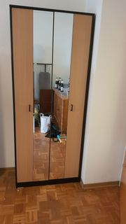 Falttürenschrank mit Spiegel