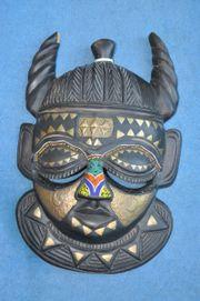 Große Afrikanische Maske mit Glasperlen