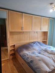 Schlafzimmer Bett und Schränke ÜBerbau