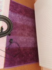 lilaner frisch gewaschener Teppich baumwollartig