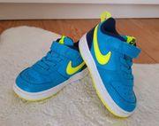 Nike Sneaker Schuhe Gr 22