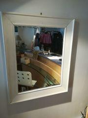 Spiegel mit Holzrahmen weiss