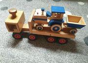 Fagus Lastwagen und kleiner Traktor