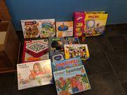 Spielzeugtruhe mit verschiedenem Spielsachen