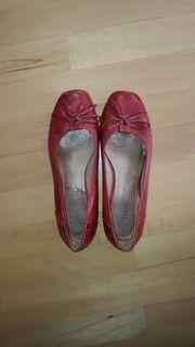 getragene rote Tamaris Pumps Ballerina