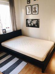 Schönes Holzbett Matratze