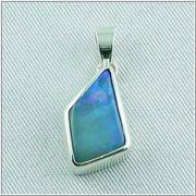 Massiver Silberanhänger mit großen blauen