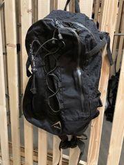 Outdoor Rucksack mit wasserdichten Reissverschlüssen