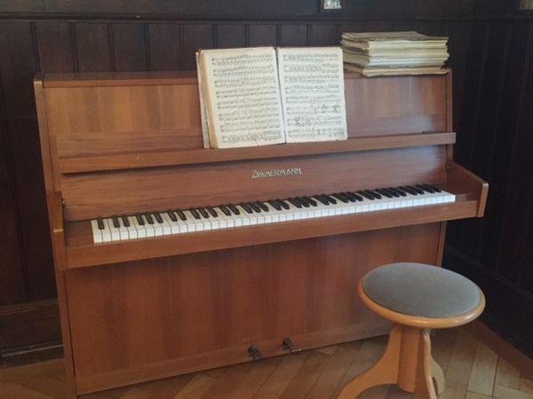 Klavier Zimmermann Nussbaum incl Drehhocker