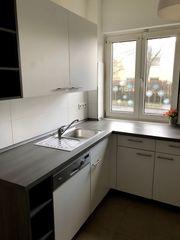 Küchenblock mit Spülmaschine und Herd