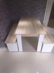 Tisch und 2 Bänke