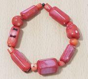 Gliederarmband mit roten Steinen Material