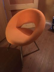 Sessel in orange gut erhalten