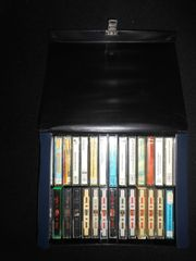 30 MC Musikkassetten im Koffer
