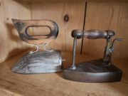 2 sehr alte Bügeleisen mit