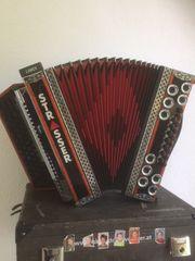 Steirische Harmonika mit viel Zubehör