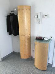 Coole zeitlose Garderobe aus Holz